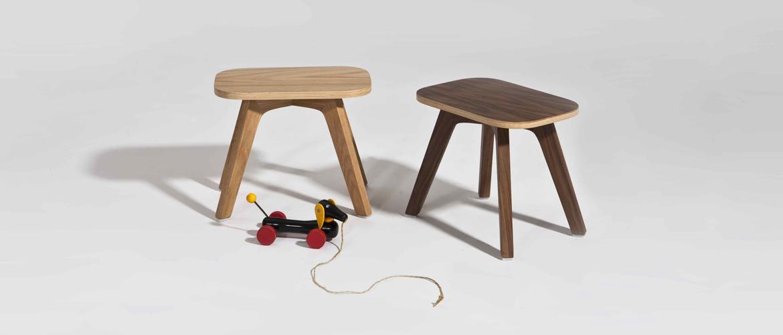 sand-for-kids_OVERALLS-STOOL-oak-walnut_1170x500