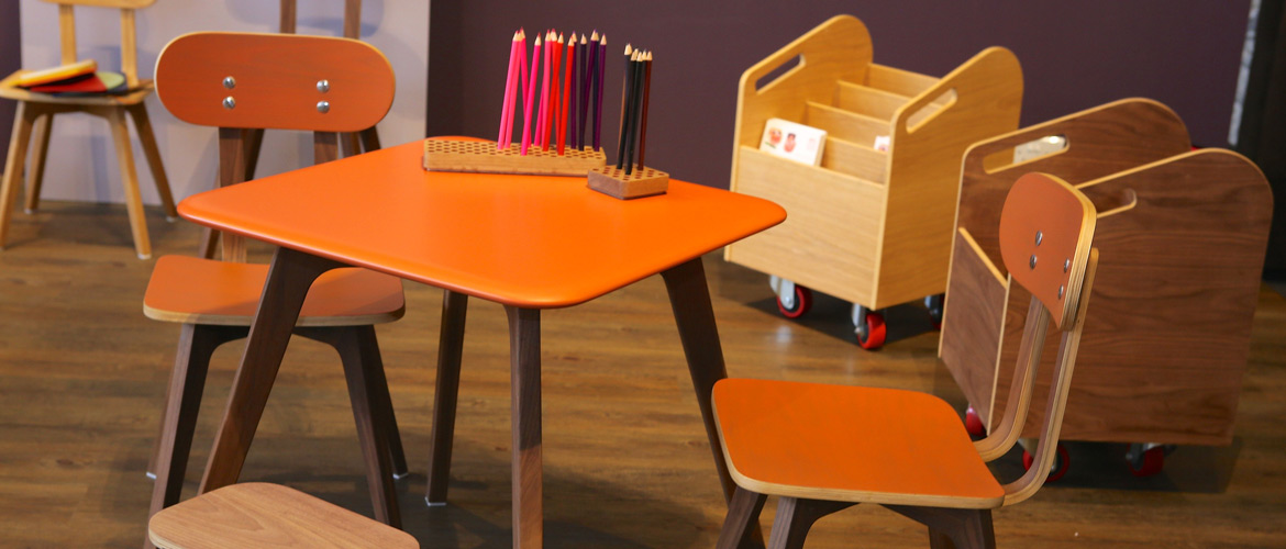 sand-for-kids_overalls-table-chair-orange-book-cart_1170x500