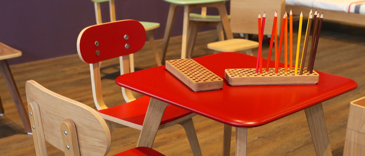 sand-for-kids_overalls-table-chair-red_1170x500